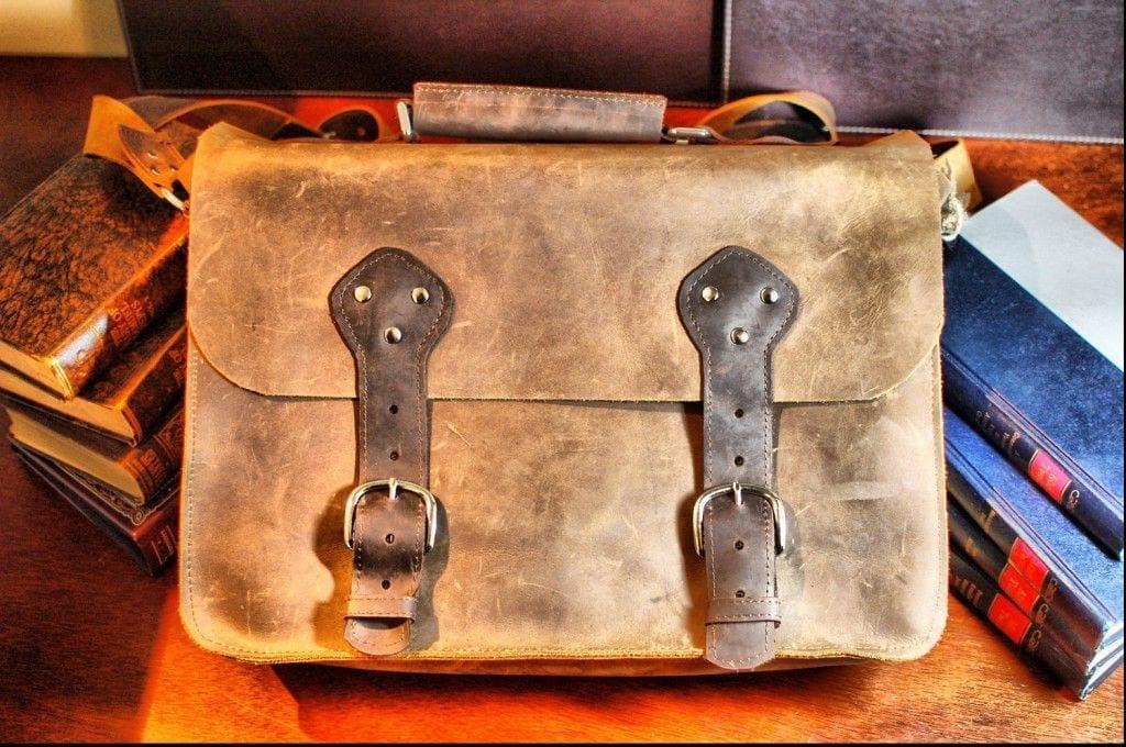 Divina Denuevo leather messenger bag
