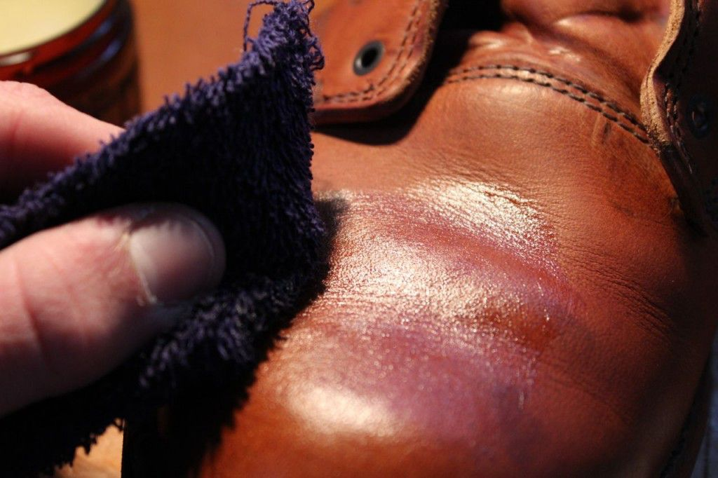 Rub evenly in circular motions. Get a thin layer of wax over the entire boot; go two or three times over.
