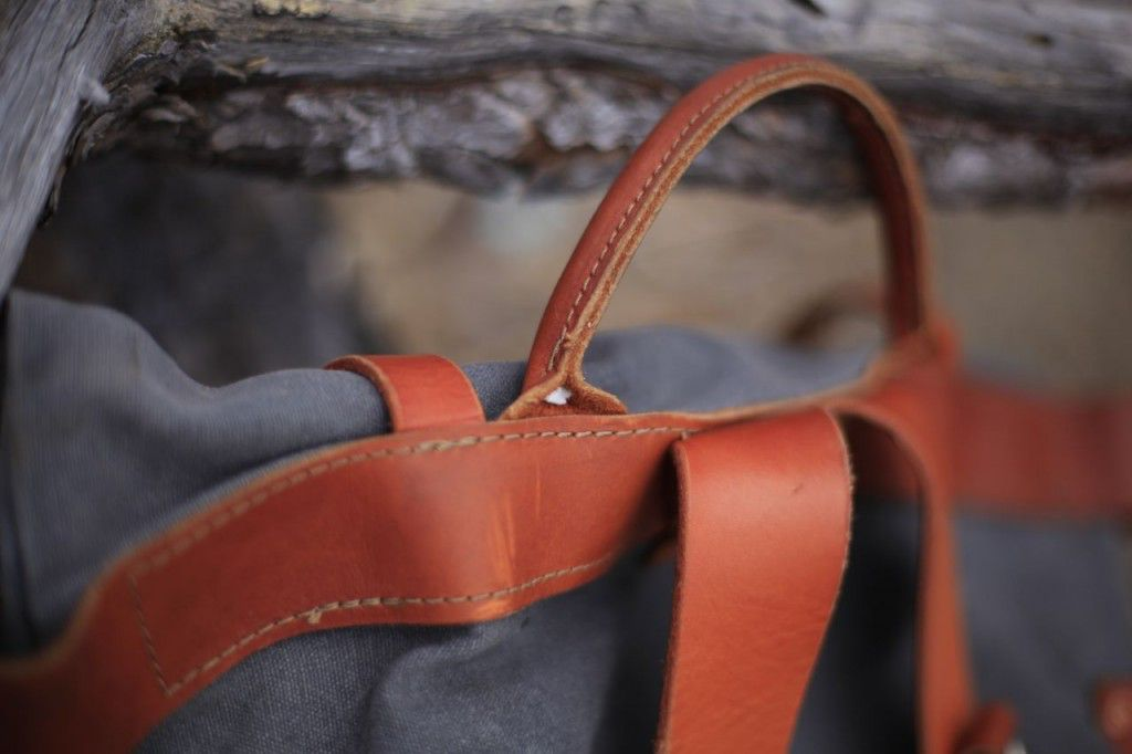 The English Bridle shoulder straps are stitched to the canvas with nylon thread.