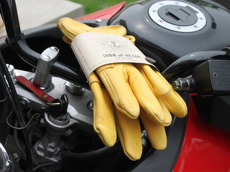 Iron-Resin-Cafe-Gloves-Review-1
