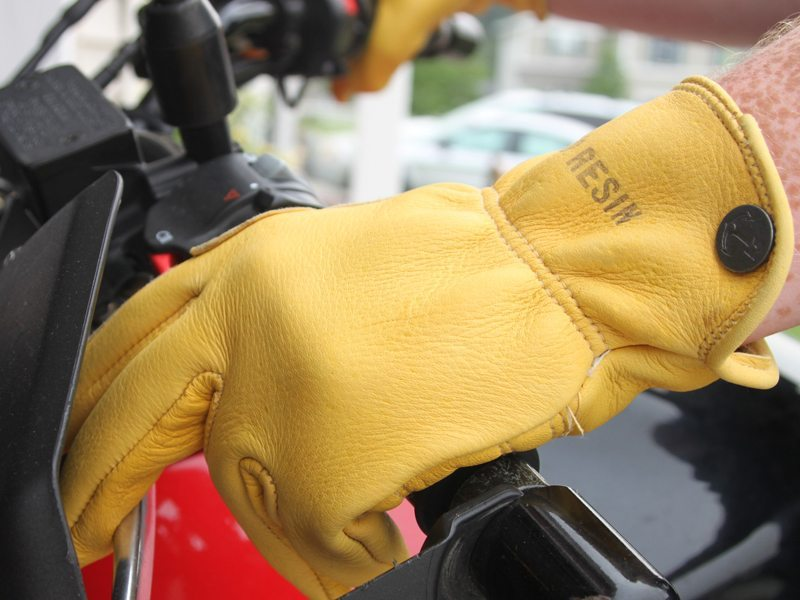 Iron-Resin-Cafe-Gloves-Review-7