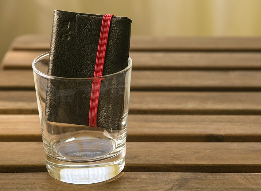 minimum-squared-black-leather-wallet-015