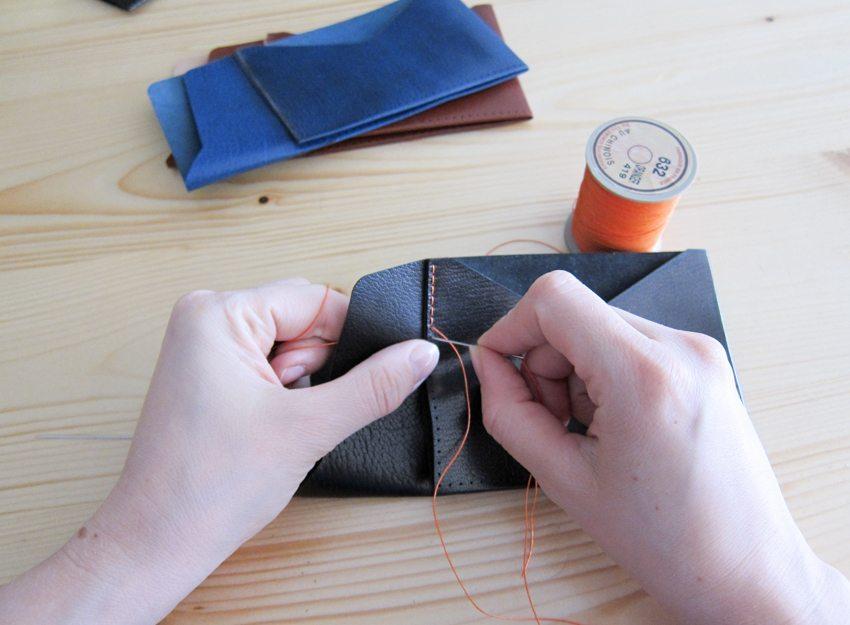 minimum-squared-black-leather-wallet-016