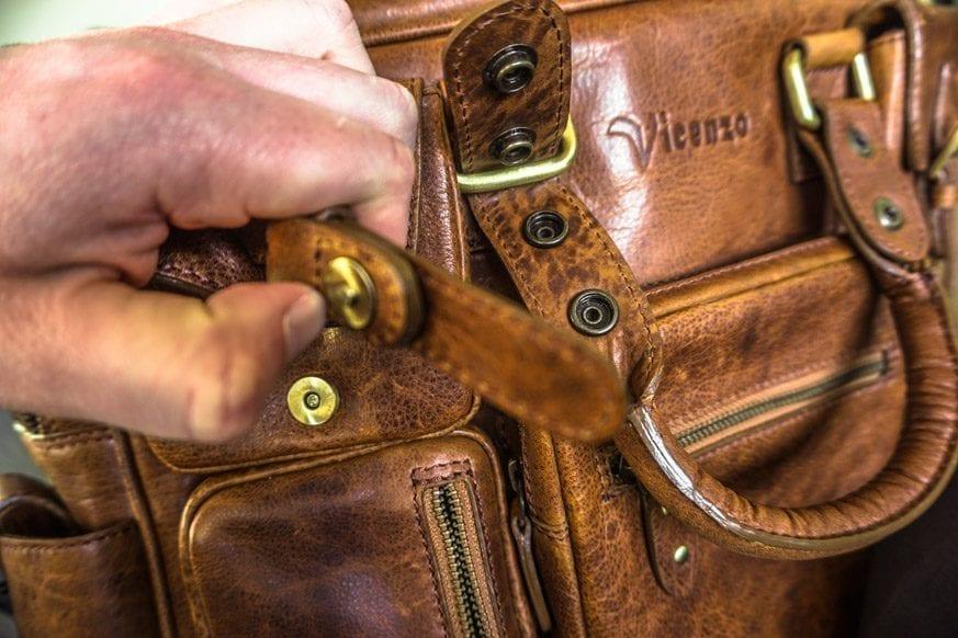 Vicenzo-Signature-Full-grain-Leather-Briefcase-Review-DSC00694