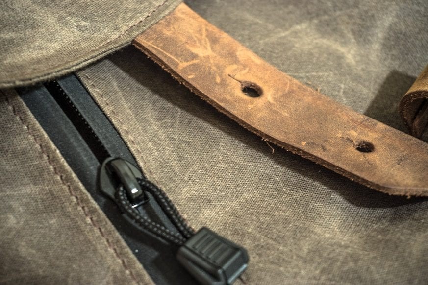Waterfield-Designs-Vitesse-Messenger-Bag-Review-$159-BestLeather.org-DSC00975