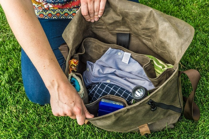 Waterfield-Designs-Vitesse-Messenger-Bag-Review-$159-BestLeather.org-DSC01041